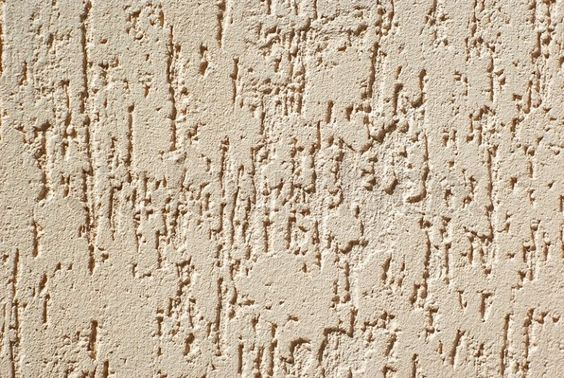 Хорошая штукатурка для фасада здания Работы по оштукатуриванию фасадов – дело сложное, зачастую капризное и тонкое. Оно и понятно – облицовка стен особым, выдерживающим морозы и осадки материалом, попутно предохраняющим здание от солнца и механических повреждений, должна производиться тщательно и с соблюдением специальных довольно жестких правил. Штукатурка фасадов цена которой формируется, в основном, именно с учетом трудозатрат и стоимости качественного материала, для того, чтобы стать близкой к идеалу, должна иметь следующие свойства: • быть стойкой к атмосферным воздействиям и влаге; • паронепроницаемой; • устойчивой к самым сильным морозам; • быть очень прочной в механическом отношении. Все эти требования, выполняясь одновременно, должны формировать разумную цену, доступную большинству покупателей. Важные нюансы Выбор сухих смесей для декорирования фасадов тоже занятие нелегкое. Штукатурка фасадов предусматривает использование смесей повышенного качества в плане влагостойкости и противодействия неблагоприятному климату, позволяет использование смесей с наполнителями. Таковыми может быть кварцевый песок и крошка мрамора или стекла. Таким образом поверхность приобретает фактуру, а особенно опытные мастера могут создавать настоящие шедевры. В процессе может быть произведено тонирование или окрашивание. Конечно, необходимо дождаться осадки стен постройки – это правило необходимо блюсти неукоснительно, иначе трещин в покрытии не избежать ни в случае деревянных стен, ни при каменных. Работы с фасадом, а оштукатуривание тем более, должны начинаться только после того, как будет решена проблема кровли и внешней гидроизоляции, установлены места, по которым пройдут водосточные трубы и смонтированы напольные покрытия лоджий и балконов. В сухую погоду, при температуре +25оС и выше, увлажнение стен блочных и кирпичных построек обязательно. В случае бетонных и каменных стен необходима грунтовка для повышения адгезионных свойств. Следует также иметь в виду возможность окрашива